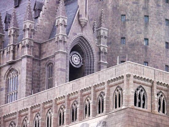 Cour d'Entrée Contre bas.jpg