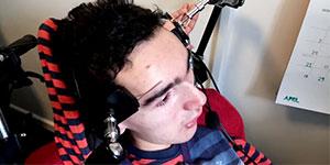 Un joueur handicapé joue à Minecraft avec ses sourcils
