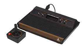 "Atari 2600 ""Wood"", image provenant de WikiPedia."