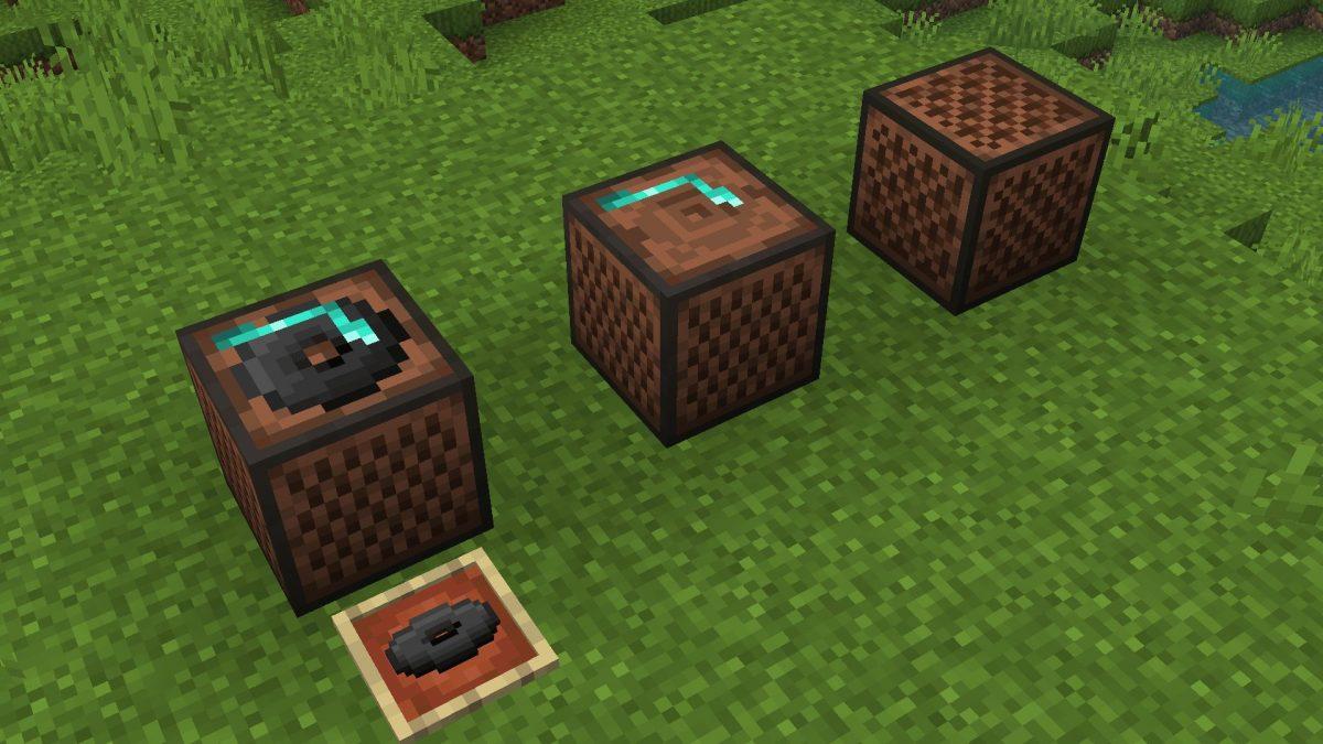 New Default + : Les juke-box et blocs-notes ont désormais des textures différenciées en haut, sur le côté et en bas. La texture latérale du jukebox ressemble à la texture classique pré-1.14, tout en ayant un look mis à jour. De plus, les juke-box ont leur propre texture supérieure animée avec un disque ~
